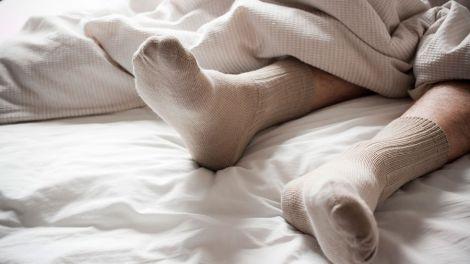 Лікарі не рекомендують спати у шкарпетках