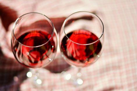 Червоне вино пити корисно