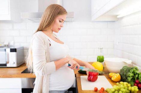 Чи варто вагітним дотримуватись дієти?