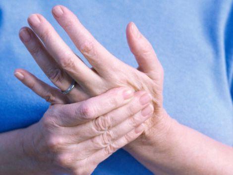Ранкова скутість при артриті: як побороти?