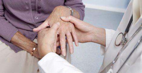 Деменція при ревматоїдному артриті: як знизити ризики?