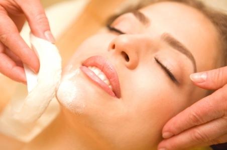 Після закінчення чистки обличчя, пори необхідно звузити.