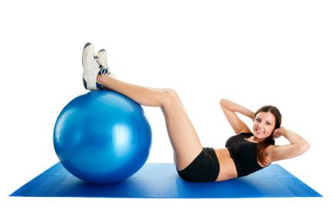 Вправи з фітболом для струнких ніжок (ВІДЕО)