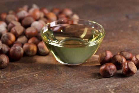 Олія фундука корисна для догляду за жирною шкірою обличчя
