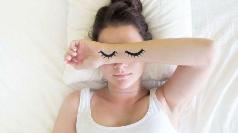 Заснути за лічені хвилини допоможуть кілька простих способів