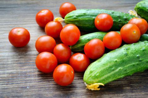Поєднання огірків з помідорами