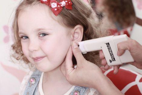 Чому небезпечно проколювати вуха?