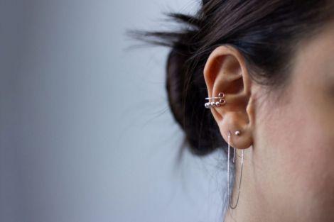 Чи можна самостійно проколювати собі вуха?