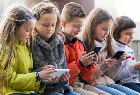 Вчимо дитину користуватись смартфоном