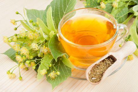 ароматний липовий чай