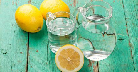 Вода з соком лимона