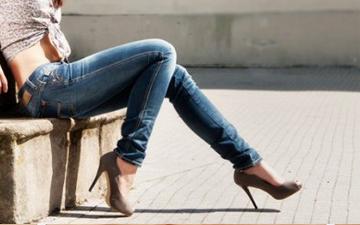 вузькі джинси в поєднанні з високим каблуком негативно впливають на здоров'я