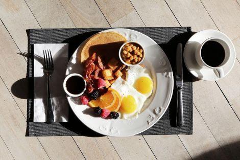 Можливо, саме ці три помилки за сніданком заважають вам схуднути