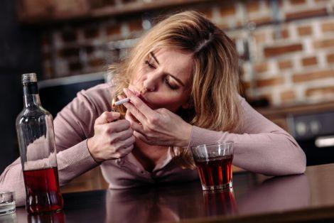 Чому жінки схильні до алкоголізму?