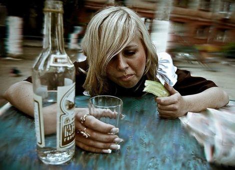 Які існують причини жіночого алкоголізму?