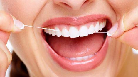Зубна нитка може попередити карієс