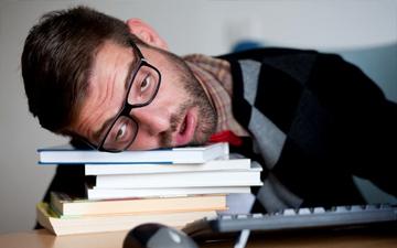 недосипання є причиною ожиріння