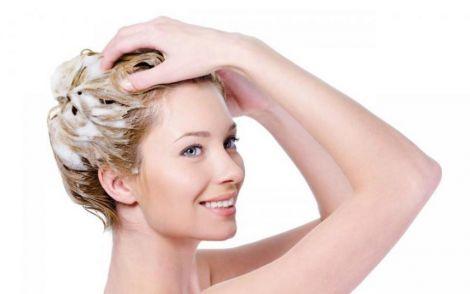 Процес миття голови