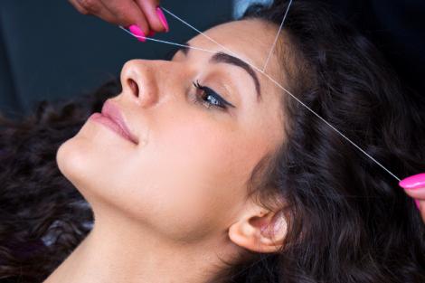 Як видалити волосся ниткою? (ВІДЕО)
