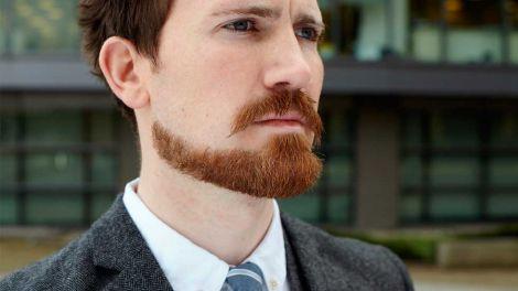 Вуса та борода у чоловіка