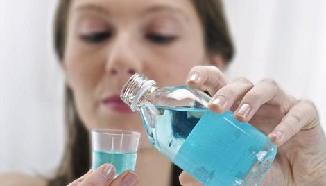 Чи можуть ополіскувачі для рота провокувати карієс?