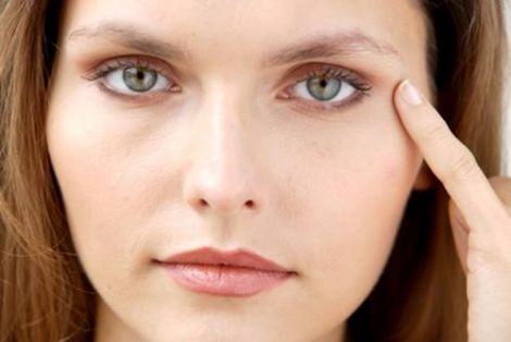 Як позбутись зморшок під очима?