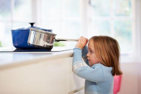 Слідкуйте уважно за дітьми на кухні!