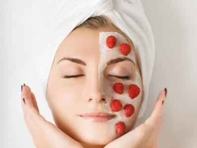 Яблучна або картопляна маска чудово заспокоять шкіру