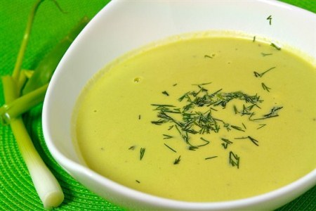 Цибулевий суп нескладний у приготуванні але спалить вам зайві кг