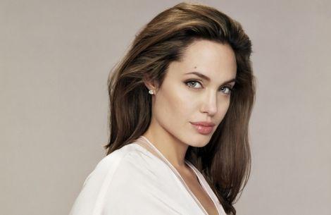 Губи Анджеліни Джолі вважають ідеальними