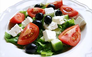 смачний салат можна приготувати лише з якісних інгредієнтів
