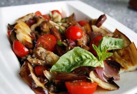 Салат з печених баклажанів