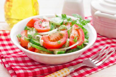 Шкідливе поєднання помідорів з огірками