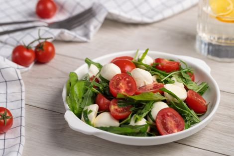 Готуємо смачний італійський салат (ВІДЕО)