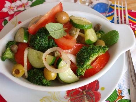 Смачний та корисний овочевий салат (ВІДЕО)