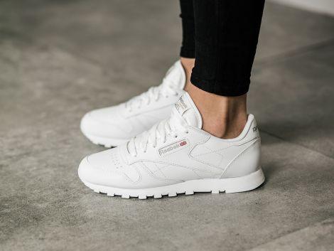 Кроссовки - удобная обувь для активных женщин