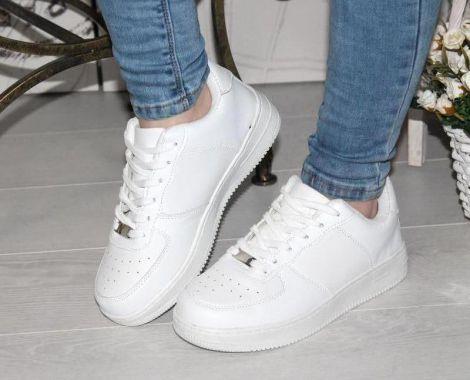 Чому шкідливо носити кросівки?