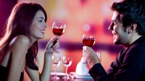 романтична вечеря повинна бути приємною для обох