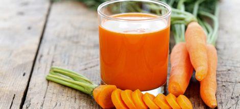 Морквяний сік містить багато вітамінів