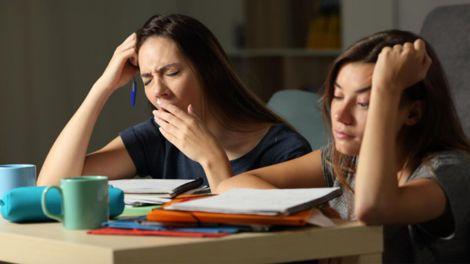 Який зв'язок між порушеним режимом сну і депресією?