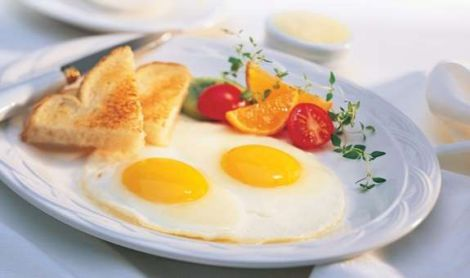 Міф про шкоду яєць розвінчав дієтолог