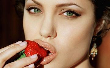 Анджеліна Джолі любить поласувати на сніданок омлетом з червоним перцем та помідорами