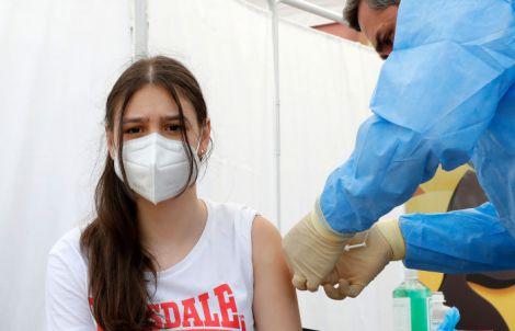Коронавірус частіше вражає підлітків