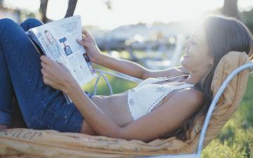Читання гламурних журналів робить жінок більш легковажними