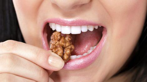 Корисні перекушування, які допоможуть очистити зуби від нальоту