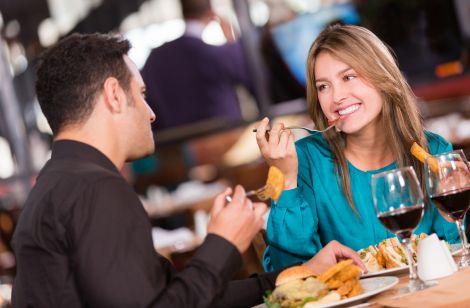 Що не варто їсти на першому побаченні?