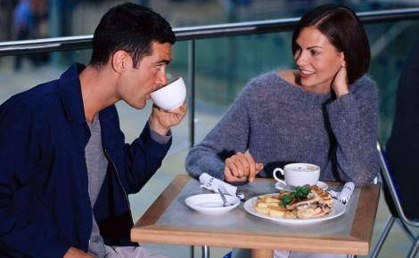 Жінки ходять на побачення, щоб поїсти