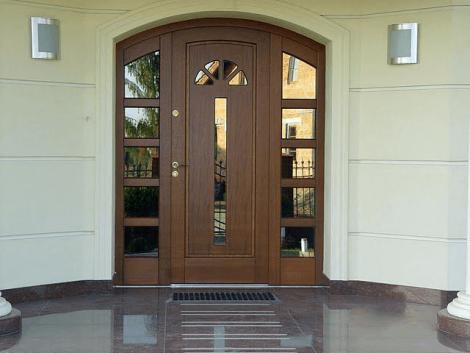 Выбор входной двери для дома