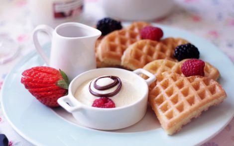 Чому не варто відмовлятись від солодощів?