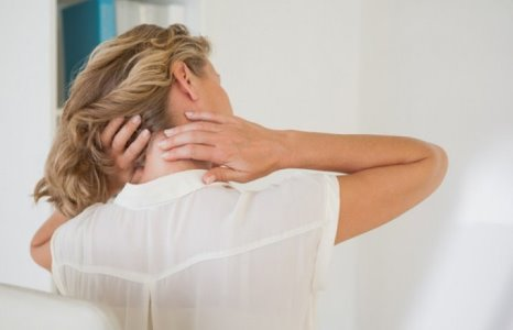 Що робити з болями у шиї: корисні поради лікування та профілактики